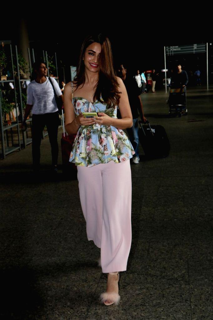 Actress Kriti Kharbanda at Chhatrapati Shivaji Maharaj International Airport in Mumbai on July 6, 2017. - Kriti Kharbanda