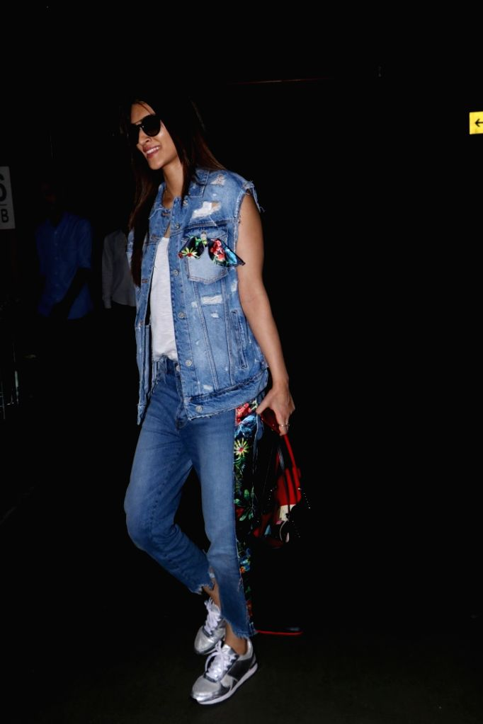 Actress Kriti Sanon at Chhatrapati Shivaji Maharaj International Airport in Mumbai on July 5, 2017. - Kriti Sanon