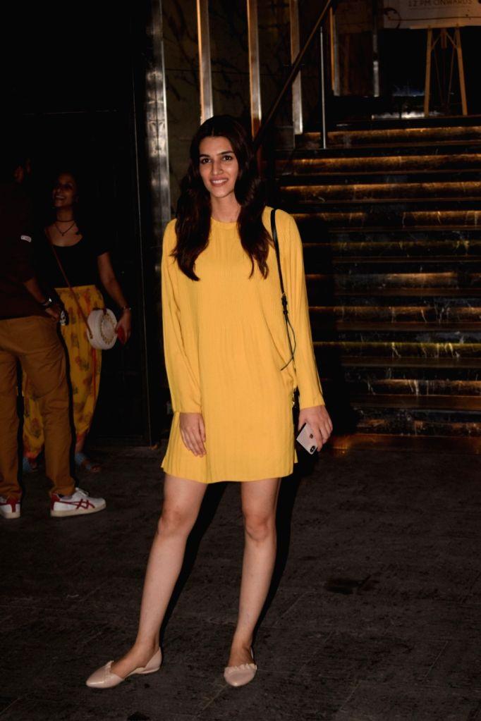Actress Kriti Sanon seen at Mumbai's Juhu on Oct 31, 2018. - Kriti Sanon