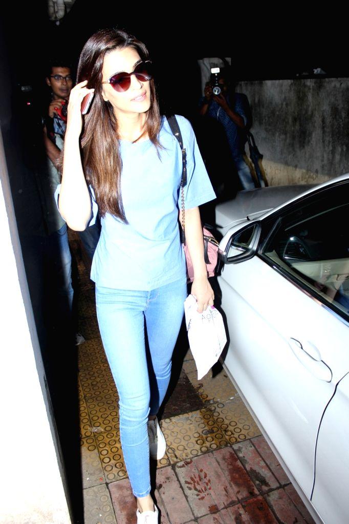 Actress Kriti Sanon Spotted at BBLUNT Saloon Bandra in Mumbai, on June 15, 2017. - Kriti Sanon Spotted