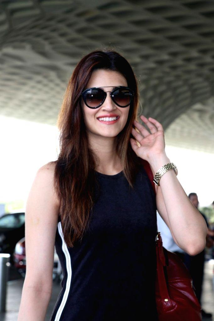 Actress Kriti Sanon travelling Ahmedabad for Raabta Promotion. - Kriti Sanon