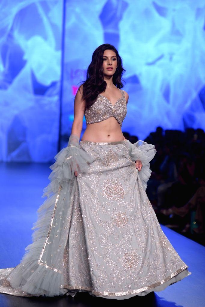 Actress Kritika Kamra showcases a creation of fashion designer Ashwini Reddy on the third day of Lotus India Fashion Week in New Delhi, on March 15, 2019. - Kritika Kamra and Ashwini Reddy