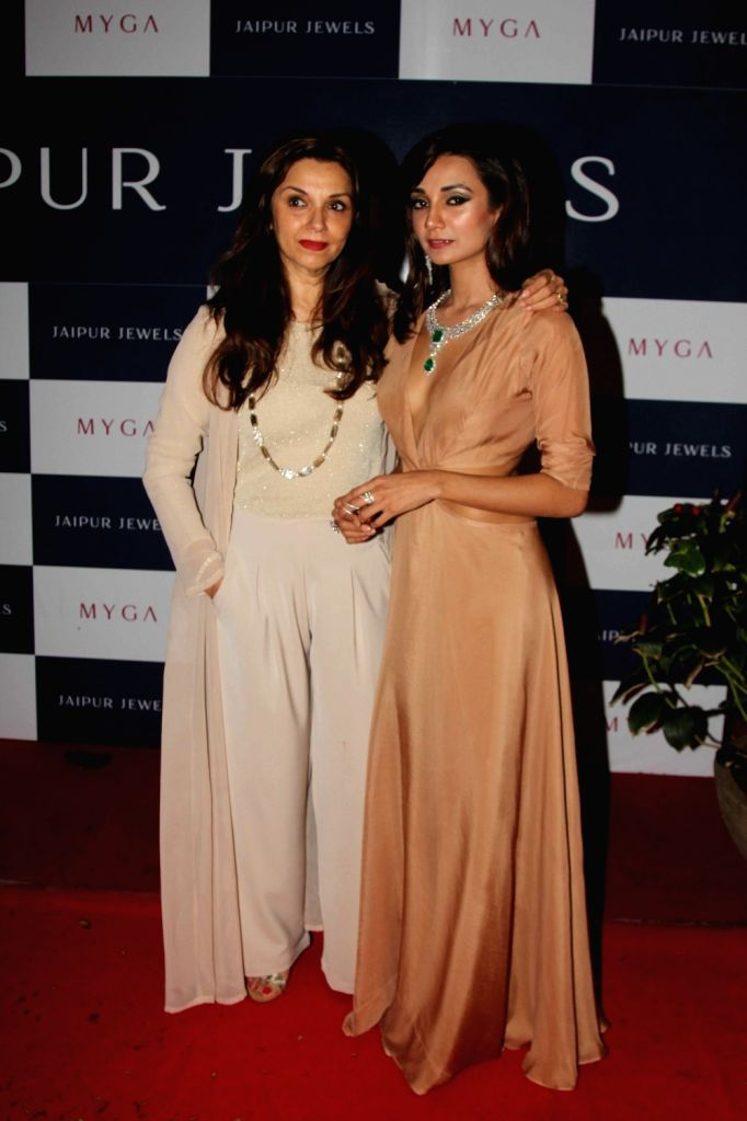 Actress Lillete Dubey during the unveiling of Jaipur Jewels mega campaign co host by Ira Dubey, in Mumbai on Aug 3, 2016. - Lillete Dubey