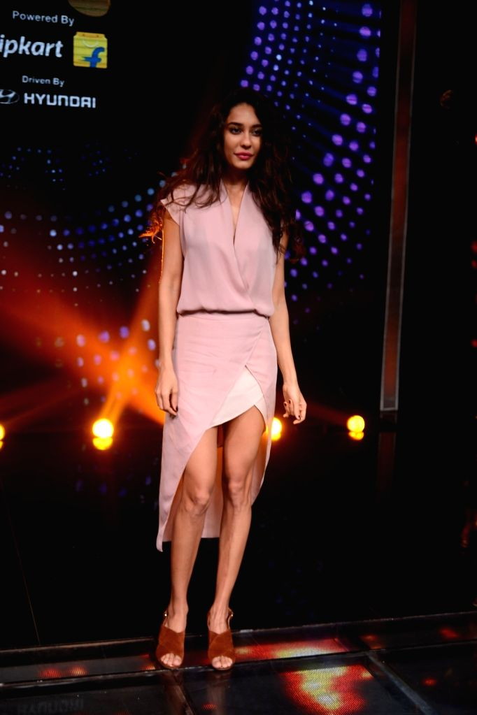 Actress Lisa Haydon during the promotion of film Housefull 3 on the set of Zee TV musical show Sa Re Ga Ma Pa in Mumbai, on May 26, 2016. - Lisa Haydon