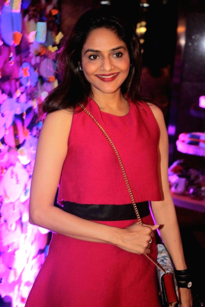 Actress Madhoo Shah during preview of fashion designer Maheka Mirpuri`s summer collection, in Mumbai, on April 21, 2016. - Madhoo Shah