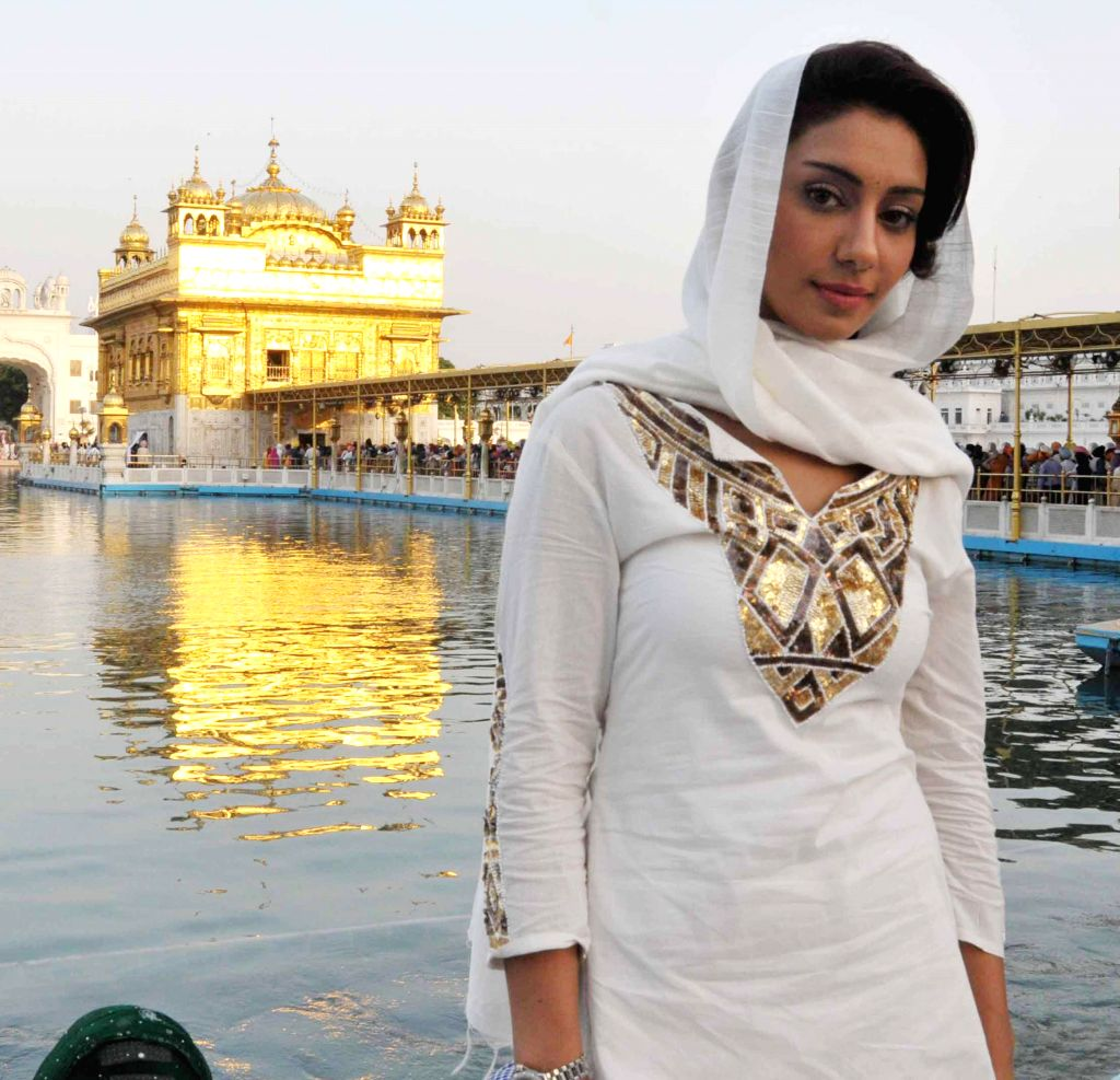Actress Mahek Chahal pays obeisance at the Golden Temple  in Amritsar on May 18, 2014. (Photo: IANS