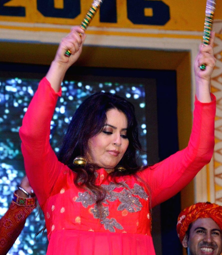 Actress Mahima Chaudhry during a Dandia programme organised at Gandhi Maidan in Patna on Oct 8, 2016. - Mahima Chaudhry