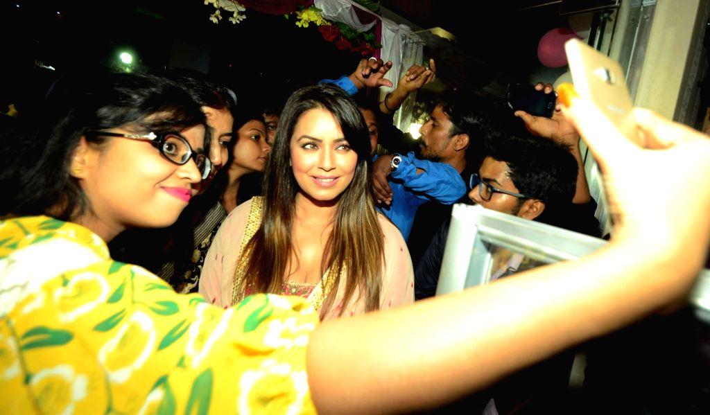 Actress Mahima Chaudhry during the inauguration of a showroom in Patna on Aug 13, 2016. - Mahima Chaudhry