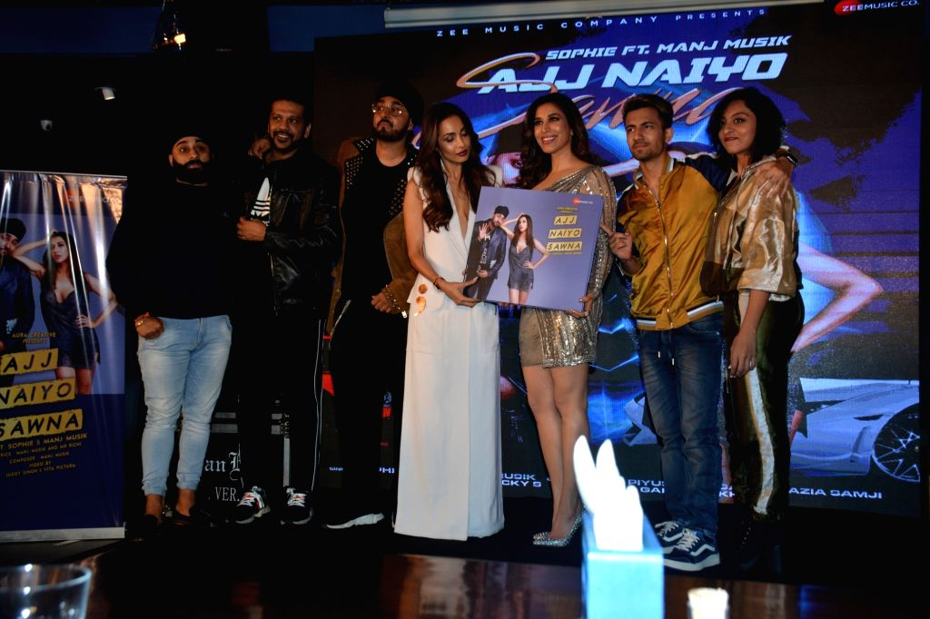 Actress Malaika Arora launches singers Sophie Choudry and Manj Musik's new song in Mumbai, on Feb 5, 2019. - Malaika Arora
