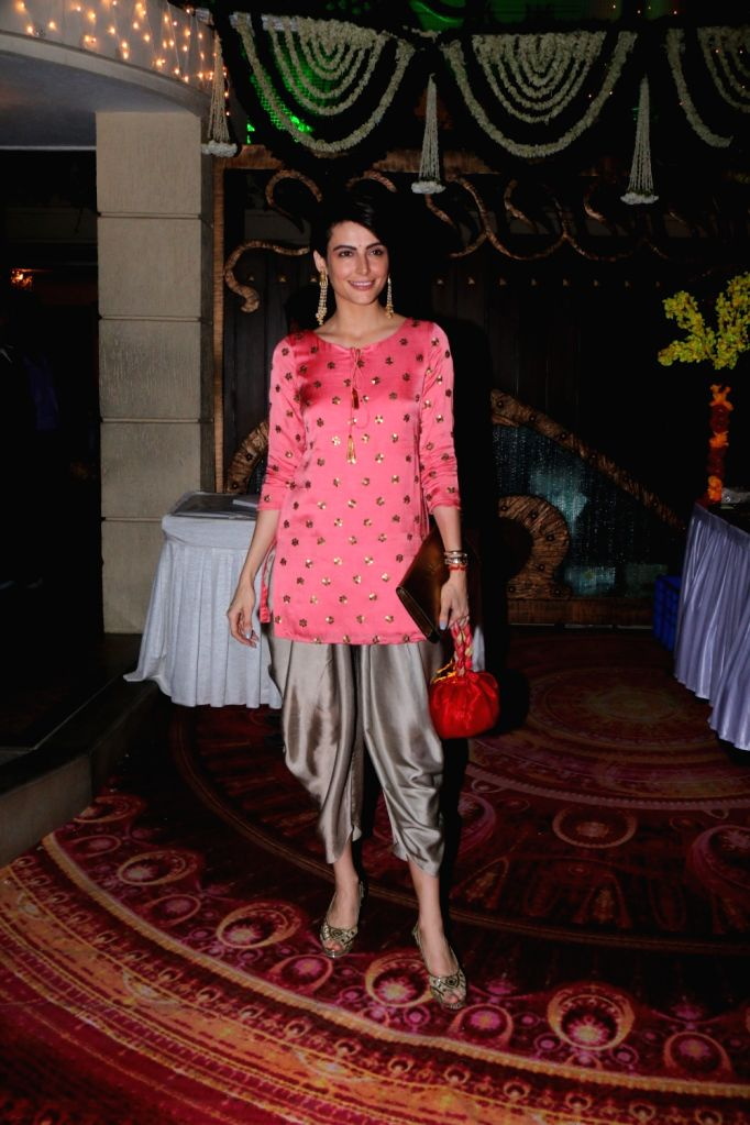 Actress Mandana Karimi during Maha Shivratri Puja in Mumbai on Feb 13, 2018. - Mandana Karimi