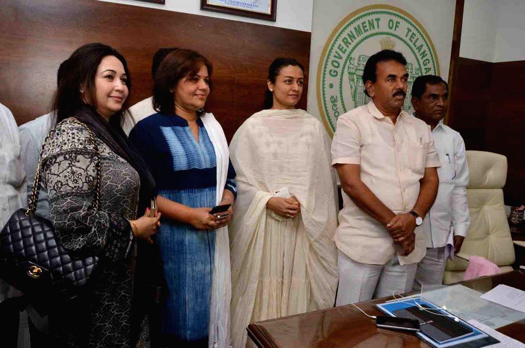 Actress Namrata Shirodkar calls on the Telangana Panchayat Raj and Rural Development Minister Jupally Krishna Rao in Hyderabad, on May 23, 2016. - Namrata Shirodkar and Jupally Krishna Rao