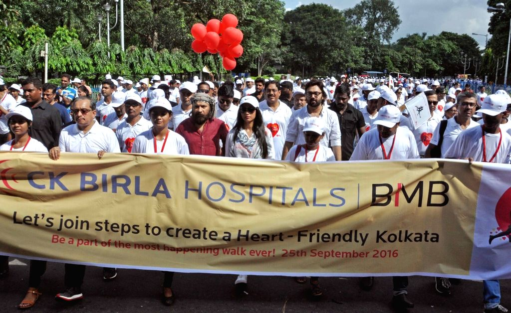 """Actress Paoli Dam, music composer and lyricist Debojyoti Mishra and others participate in """"Walk for Your Heart"""" ahead of World Heart Day in Kolkata, on Sept 25, 2016. - Paoli Dam and Debojyoti Mishra"""
