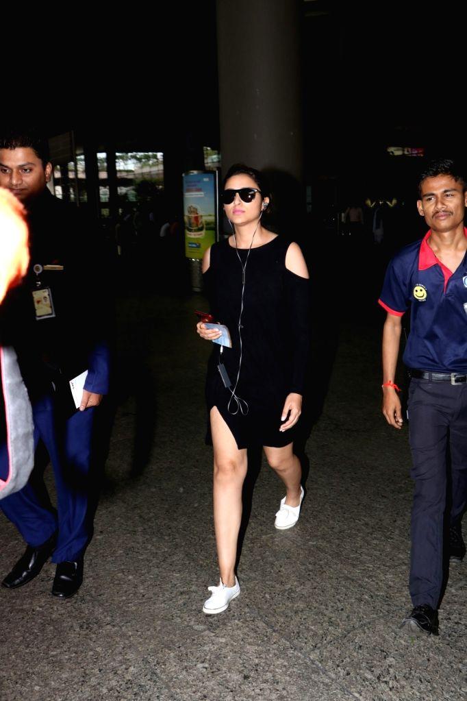 Actress Parineeti Chopra spotted at airport in Mumbai, on Aug 16, 2017. - Parineeti Chopra