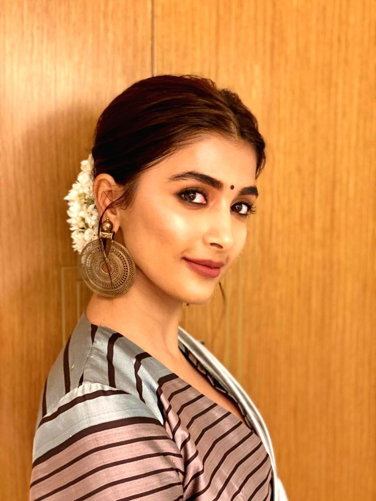 Actress Pooja Hegde has made a donation of Rs 2.5 lacs for two children suffering from cancer. Recently, she attended an event hosted by, CURE Foundation. The event was held to announce the 6th Biennial 'Cancer Crusaders Invitation Cup', a world-clas - Pooja Hegde