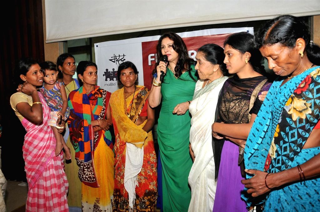 Actress Poonam Dhillon and singer Asha Bhosle during a charity event, Fund Raiser - In aid of the families of the farmers of Maharashtra organised by Poonam Dhillon, in Mumbai on June 25, ... - Poonam Dhillon and Asha Bhosle