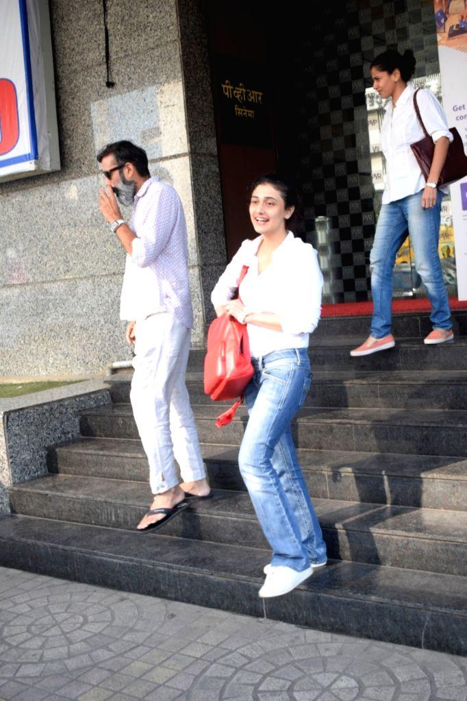 Actress Ragini Khanna seen outside a Mumbai cinema hall on Oct 19, 2018. - Ragini Khanna