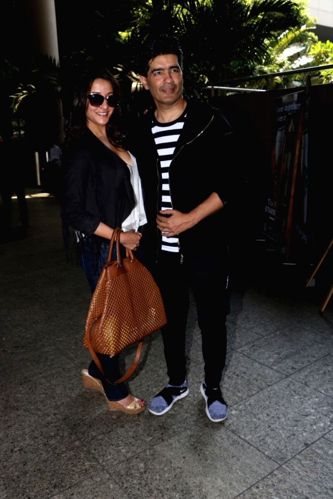 Actress Raima Sen and  Fashion Designer Manish Malhotra seen at Chhatrapati Shivaji Maharaj International airport in Mumbai. - Raima Sen and Designer Manish Malhotra