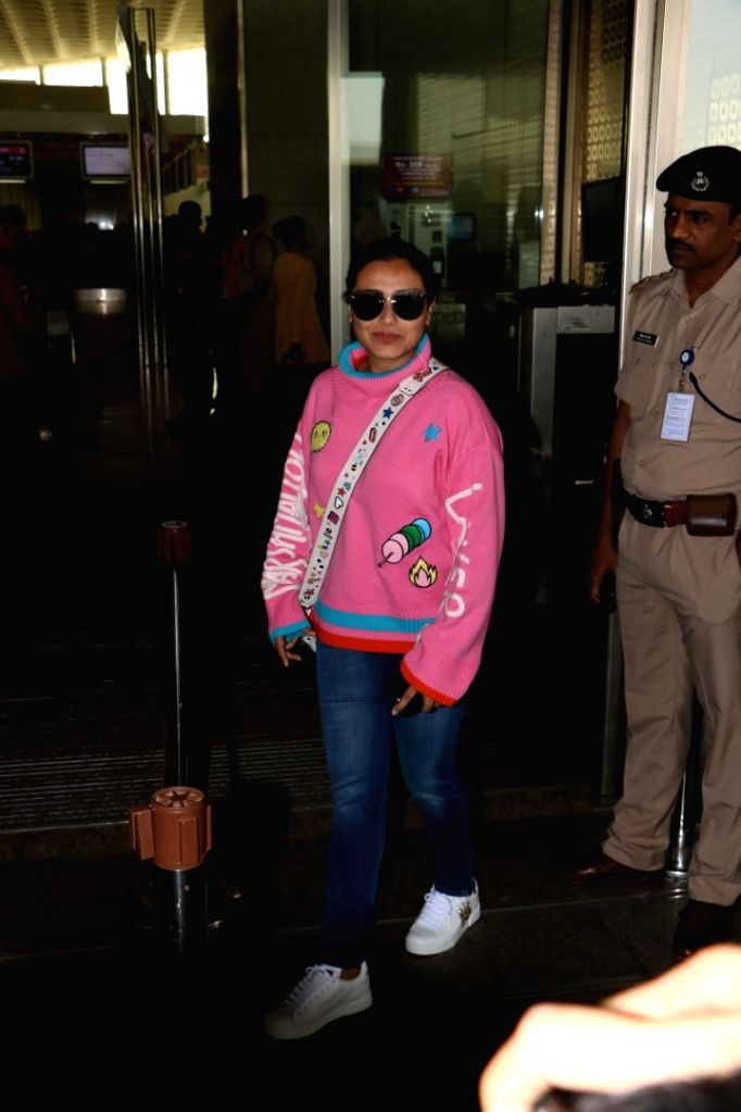 Actress Rani Mukerji seen at Chhatrapati Shivaji Maharaj International airport in Mumbai. - Rani Mukerji