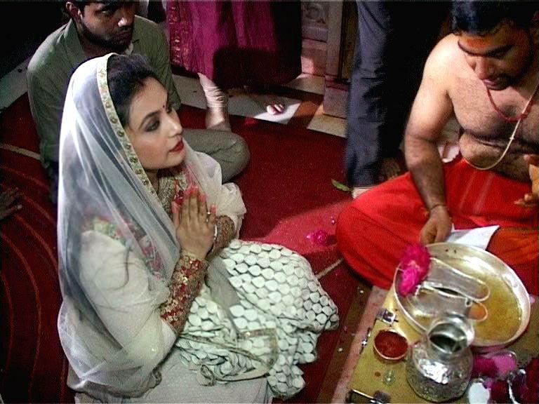 Actress Rani Mukherjee visit Ambaji temple for the success of film Mardaani, in Gandhinagar.