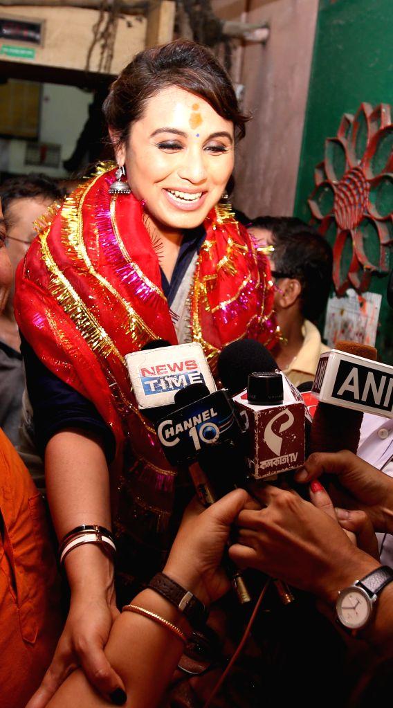 Actress Rani Mukherjee visits Kalighat Temple in Kolkata on Aug 19, 2014.