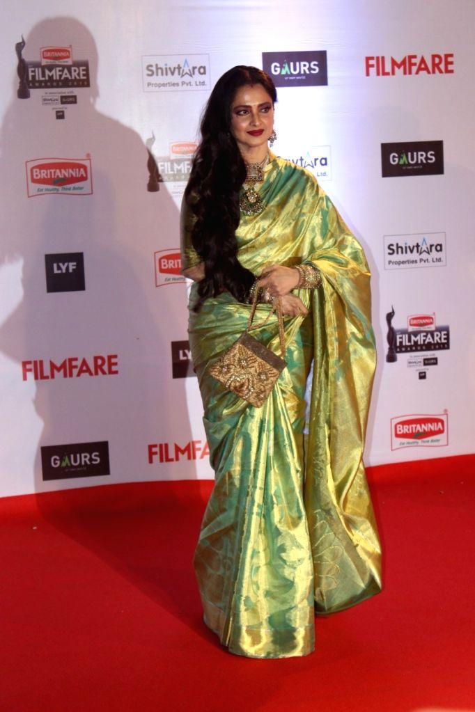 Actress Rekha during the 61st Britannia Filmfare Awards in Mumbai on January 15, 2016. - Rekha