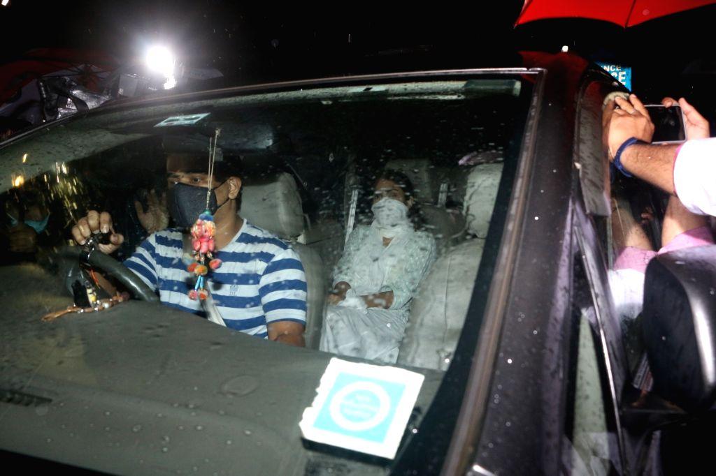 Actress Rhea Chakraborty seen in Mumbai's Santacruz for CBI inquiry on August 28, 2020. - Rhea Chakraborty