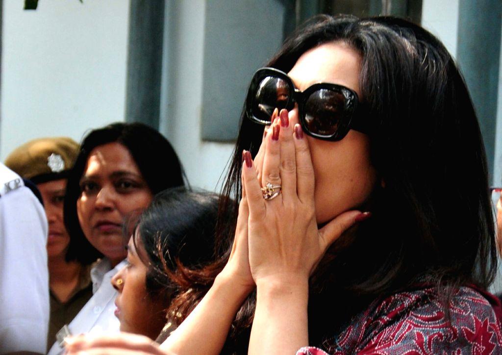 Actress Rituparna Sen Gupta  arrives to pay tribute to veteran Bengali film actress Supriya Devi who died at her South Kolkata residence following a massive heart attack in Kolkata, on Jan ... - Rituparna Sen Gupta
