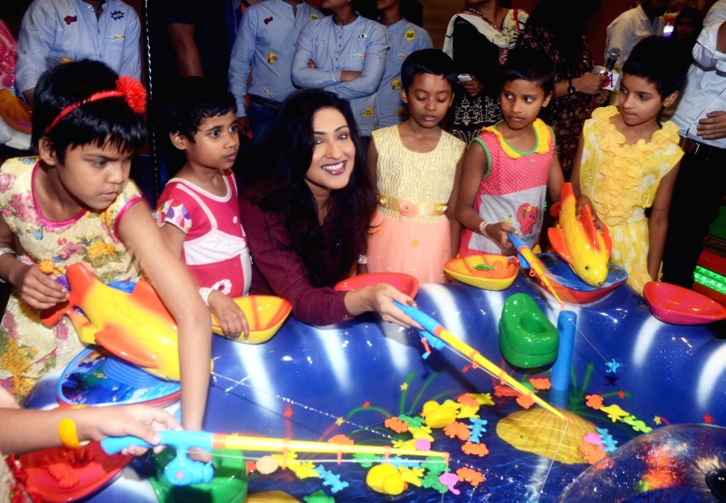 Actress Rituparna Sengupta with children during the inauguration of Whooppee indoor amusement park in Kolkata on Feb 8, 2018. - Rituparna Sengupta