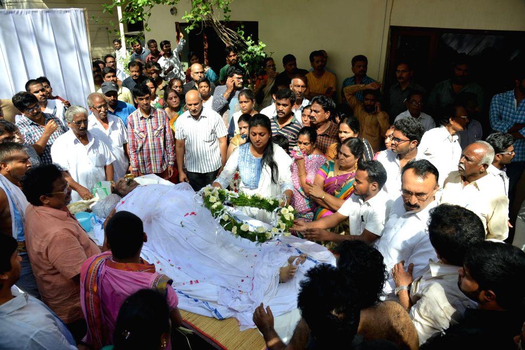 Actress Roja pays last respect to Dasari Narayana Rao at his residence. - Roja and Dasari Narayana Rao