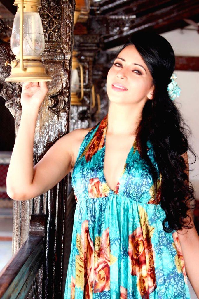 Actress Rozlyn Khan. - Rozlyn Khan