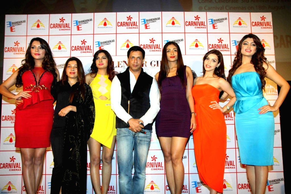 Actress Ruhi Singh, Avani Modi, Satarupa Pyne, Kyra Dutt, Akanksha Puri,filmmaker Sangeeta Ahir and Madhur Bhandarkar during the trailer launch of film Calendar Girls in Mumbai, on Aug 18, ... - Ruhi Singh, Avani Modi and Kyra Dutt