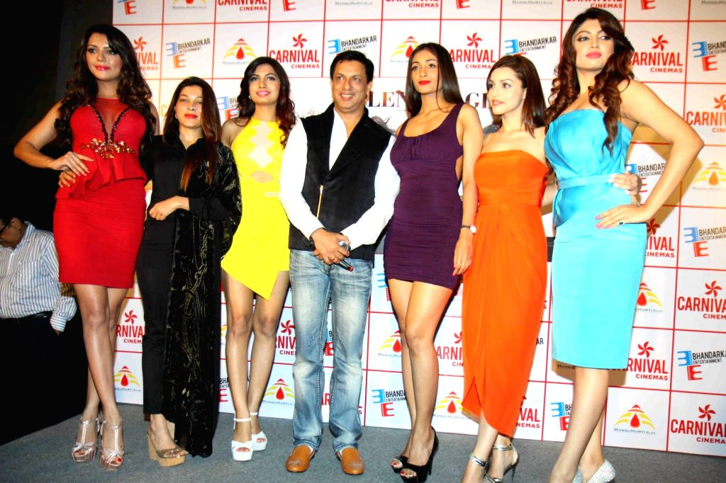 Actress Ruhi Singh, Avani Modi, Satarupa Pyne, Kyra Dutt, Akanksha Puri,filmmaker Sangeeta Ahir and Madhur Bhandarkar during the trailer launch of film Calendar Girls in Mumbai, on Aug 18, ... - Ruhi Singh, Avani Modi and Kyra Dutt