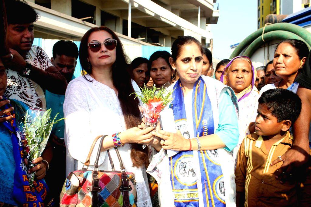 Actress Salma Agha campaigns for BSP candidate for 2014 Lok Sabha Election from Mumbai North-West, Pushpa Bhole at Bhagat Singh Nagar in Mumbai on April 15, 2014. - Bhagat Singh Nagar