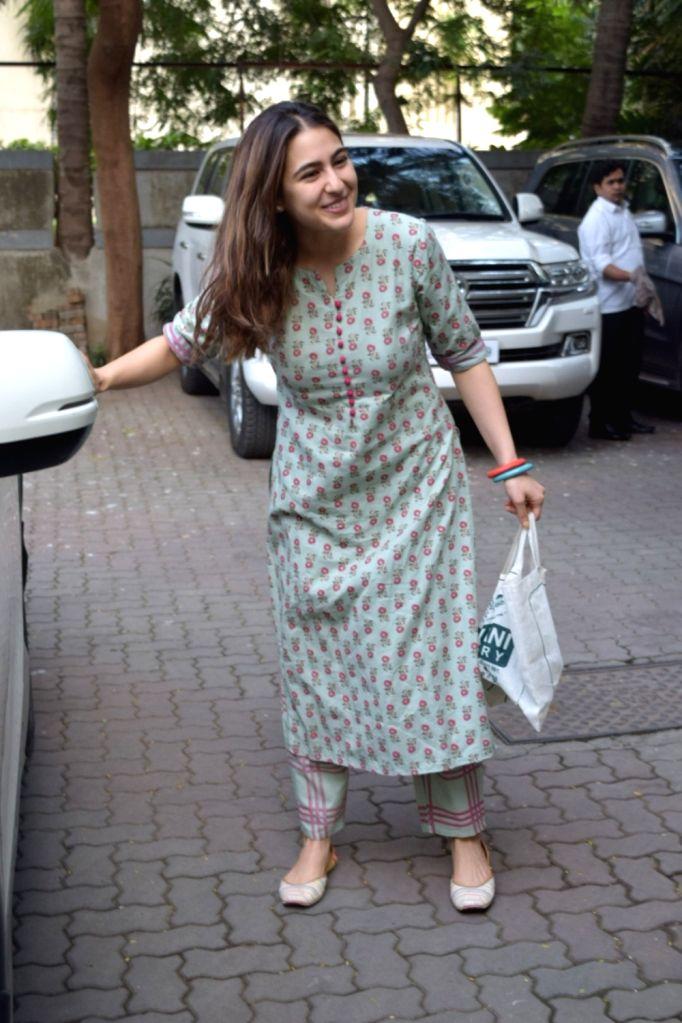 Actress Sara Ali Khan seen at filmmaker Anand L Rai's office in Mumbai's Andheri on Nov 29,  2019. - Sara Ali Khan and Anand L Rai