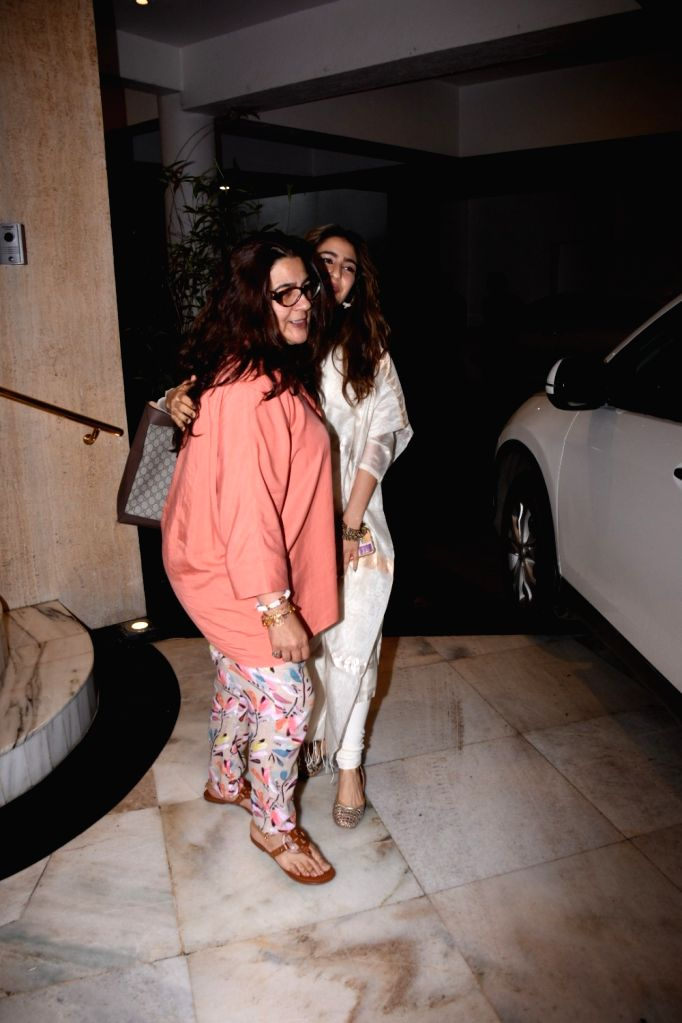 Actress Sara Ali Khan seen with her mother Amrita Singh at fashion designer Manish Malhotra's residence in Bandra, Mumbai on July 27, 2019. - Sara Ali Khan, Amrita Singh and Manish Malhotra