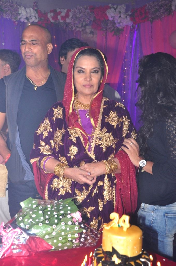Actress Shabana Azmi on the sets of Ammaji tv serial, in Mumbai on Oct 3, 2016. - Shabana Azmi