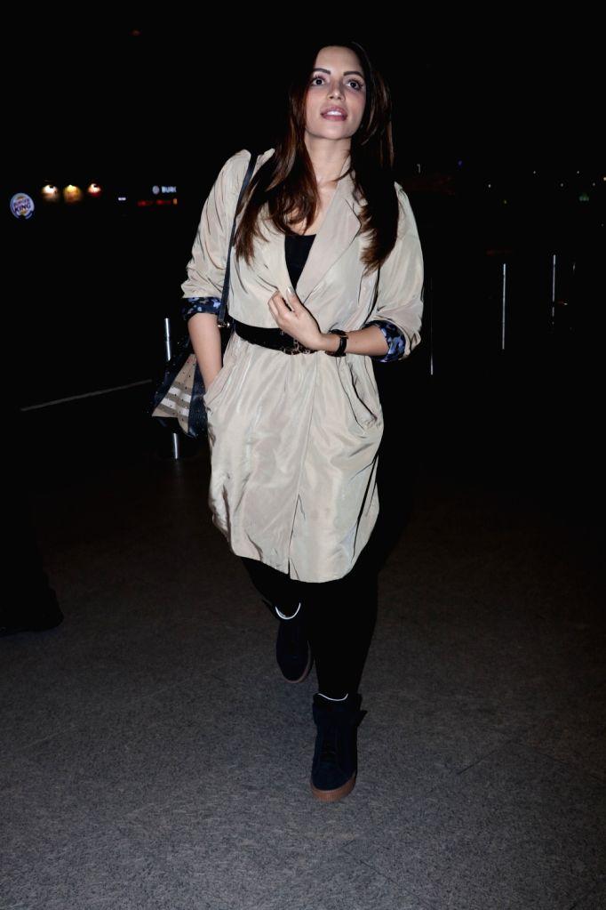 Actress Shama Sikander seen at Chhatrapati Shivaji Maharaj International airport in Mumbai on Dec 29, 2017. - Shama Sikander