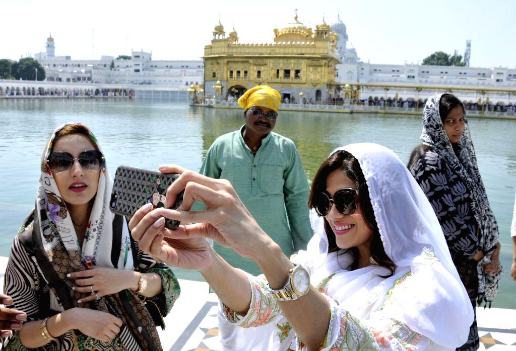 Actress Shamita Shetty poses for a selfie - self portrait at the Golden Temple in Amritsar on Sept 19, 2017. - Shamita Shetty