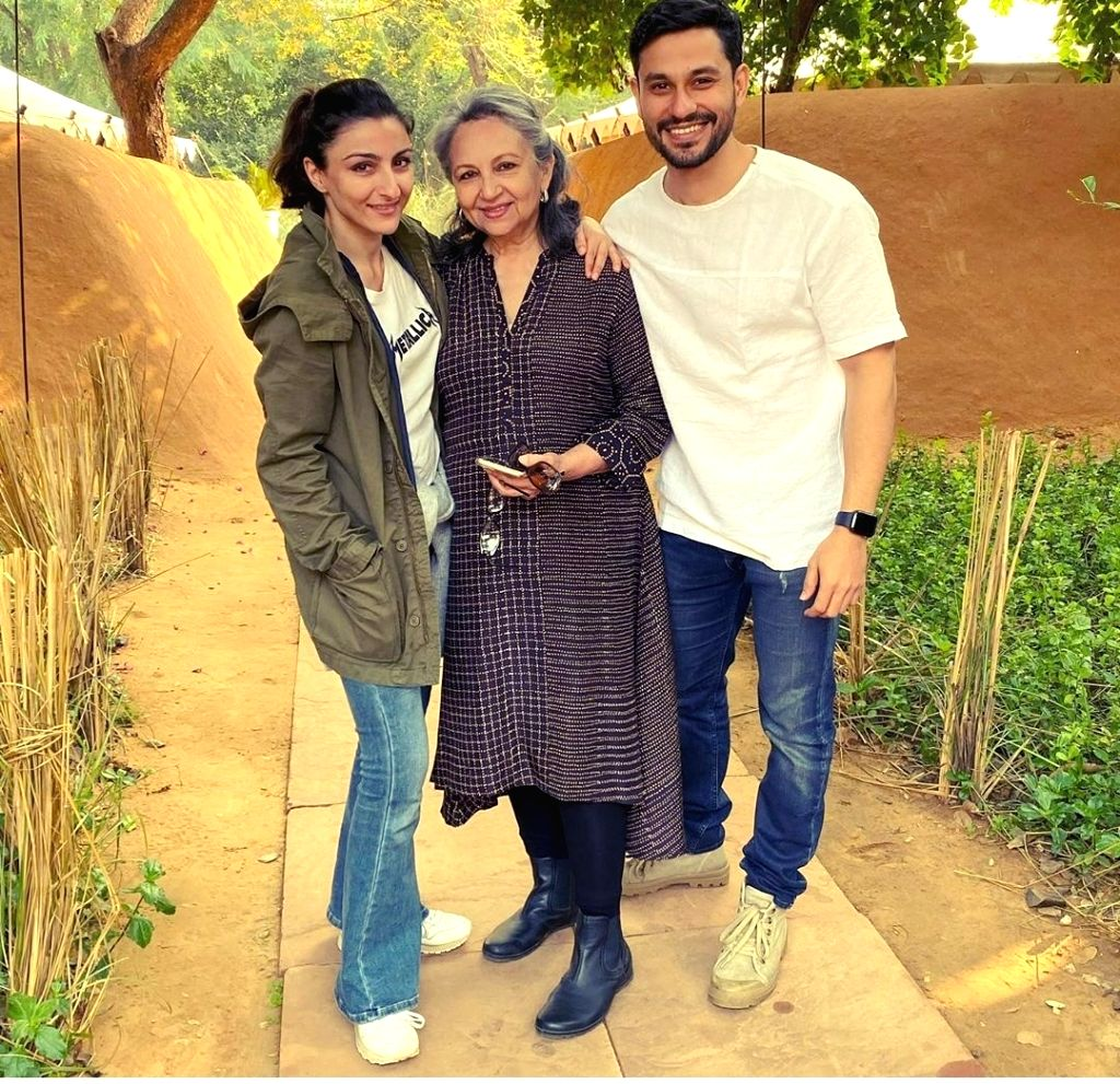 Actress Sharmila Tagore with her daughter Soha Ali Khan and and son-in-law Kunal Kemmu. - Sharmila Tagore and Soha Ali Khan