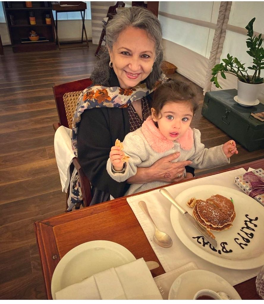 Actress Sharmila Tagore with her granddaughter Inaaya. - Sharmila Tagore