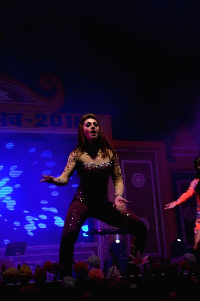Actress Shefali Zariwala performs during Dussehra Mahotsav in Patna on Oct 6, 2016. - Shefali Zariwala