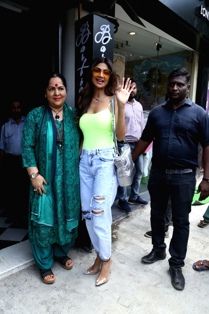 Actress Shilpa Shetty and her mother Sunanda Shetty seen at Bandra, in Mumbai, on June 2, 2019. - Shilpa Shetty and Sunanda Shetty