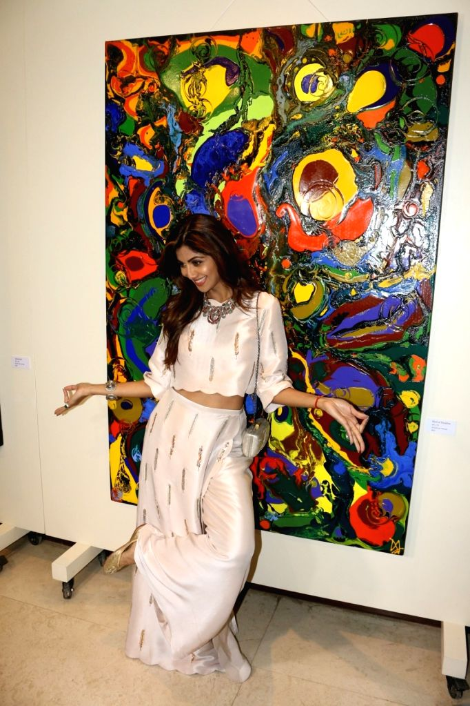 Actress Shilpa Shetty during the inauguration of Anu Malhotra`s debut art show Flow Dreams, in Mumbai on Oct 5, 2016. - Shilpa Shetty and Malhotra