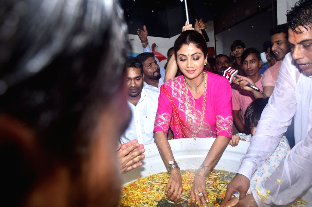 Actress Shilpa Shetty Kundra during Ganesh 'Visarjan' in Mumbai on Sep 3, 2019. - Shilpa Shetty Kundra
