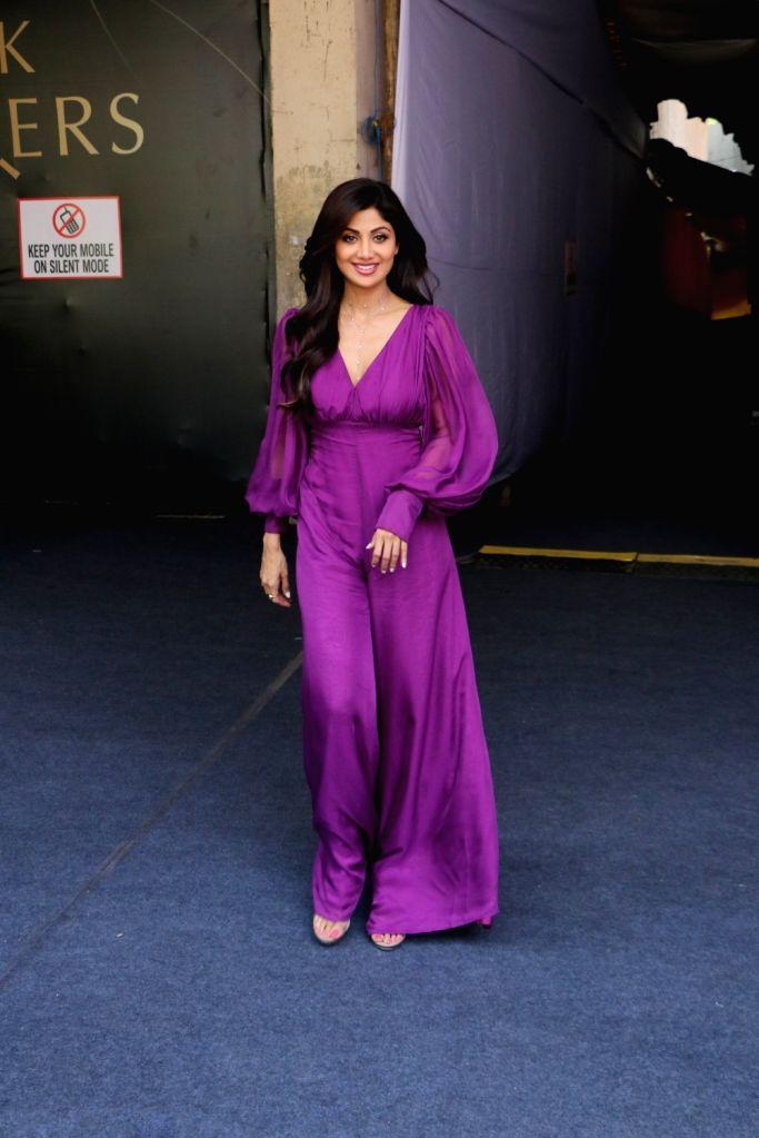 "Actress Shilpa Shetty on the sets of filmmaker Farah Khan's chat show ""Backbenchers"", in Mumbai on Oct 15, 2019. - Shilpa Shetty and Farah Khan"