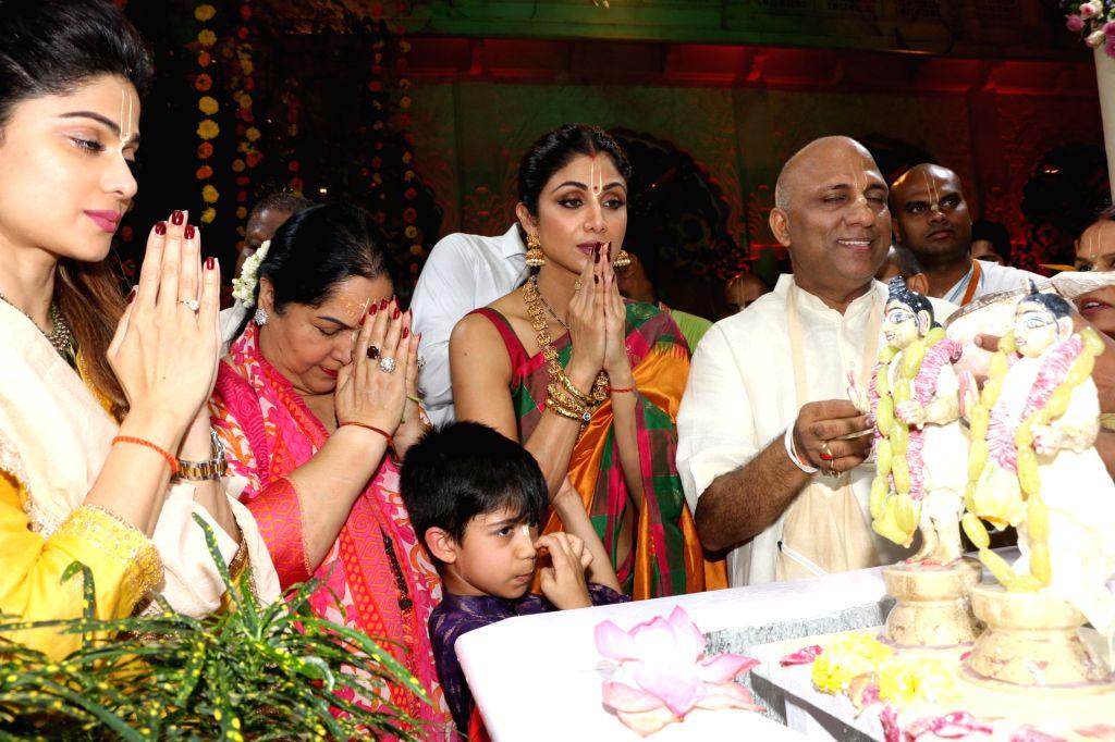 Actress Shilpa Shetty with her son Viaan Raj Kundra, sister-actress Shamita Shetty and mother Sunanda Shetty offer prayers at ISKCON temple, on the occasion of Ram Navami festival, in Mumbai, ... - Shilpa Shetty, Raj Kundra, Shamita Shetty and Sunanda Shetty