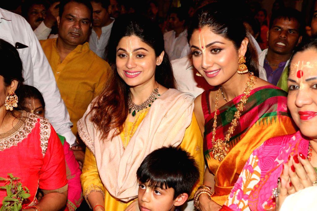 Actress Shilpa Shetty with her son Viaan Raj Kundra, sister-actress Shamita Shetty and mother Sunanda Shetty at ISKCON temple, on the occasion of Ram Navami festival, in Mumbai, on April 14, ... - Shilpa Shetty, Raj Kundra, Shamita Shetty and Sunanda Shetty