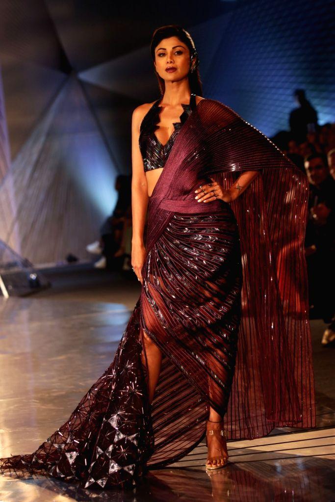 Actress Shipa Shetty walk the ramp for Designer Amit Aggarwal at India Couture Week 2018 in New Delhi on July 27, 2018. - Shipa Shetty