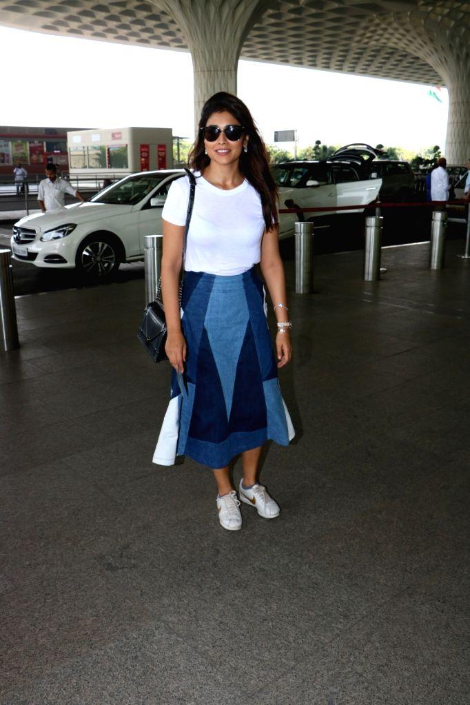Actress Shriya Saran seen at Chhatrapati Shivaji Maharaj International airport in Mumbai. - Shriya Saran
