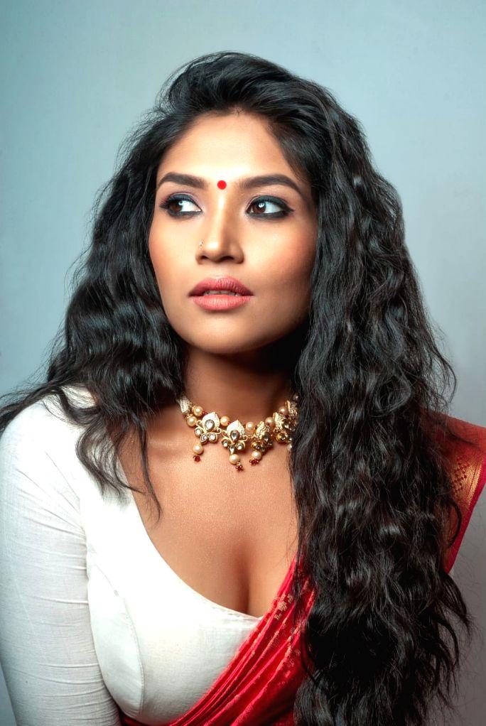 Actress Shruti Bapna. - Shruti Bapna